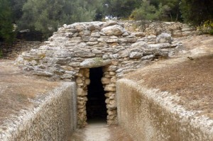 At fourni archaeologists found the first unlooted tomb on Crete