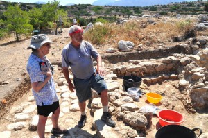 Trench supervisor explains excavation of a Minoan building