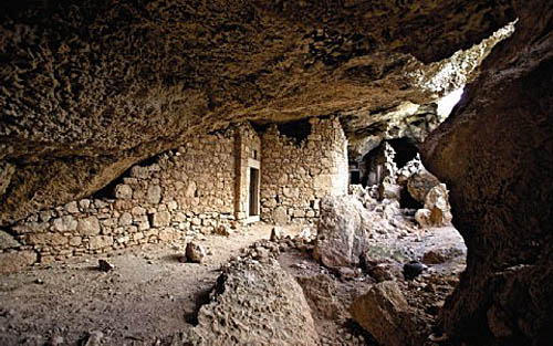 Lefkos_cave dwellings