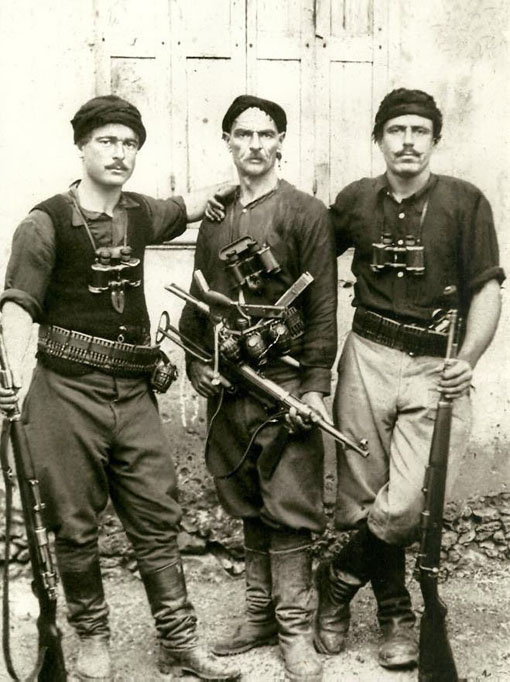 Cretan resistance fighters protected allied soldiers from the Germans.